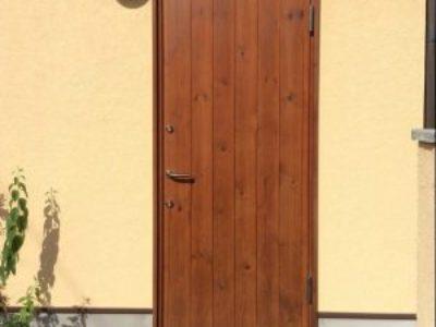 設置3年後の木製玄関ドア
