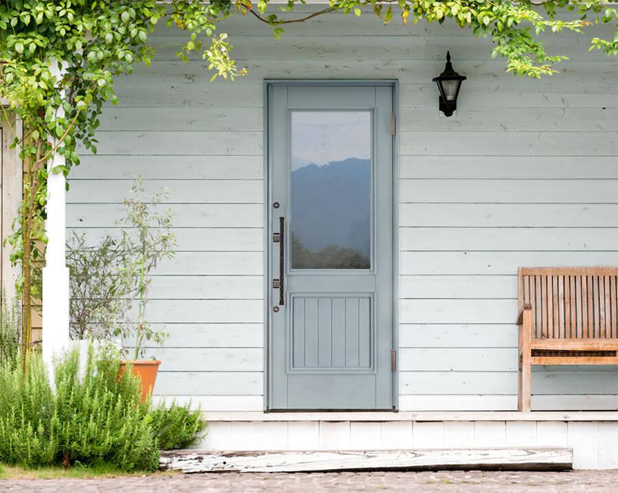 トラフィックグレーの玄関ドア イメージ