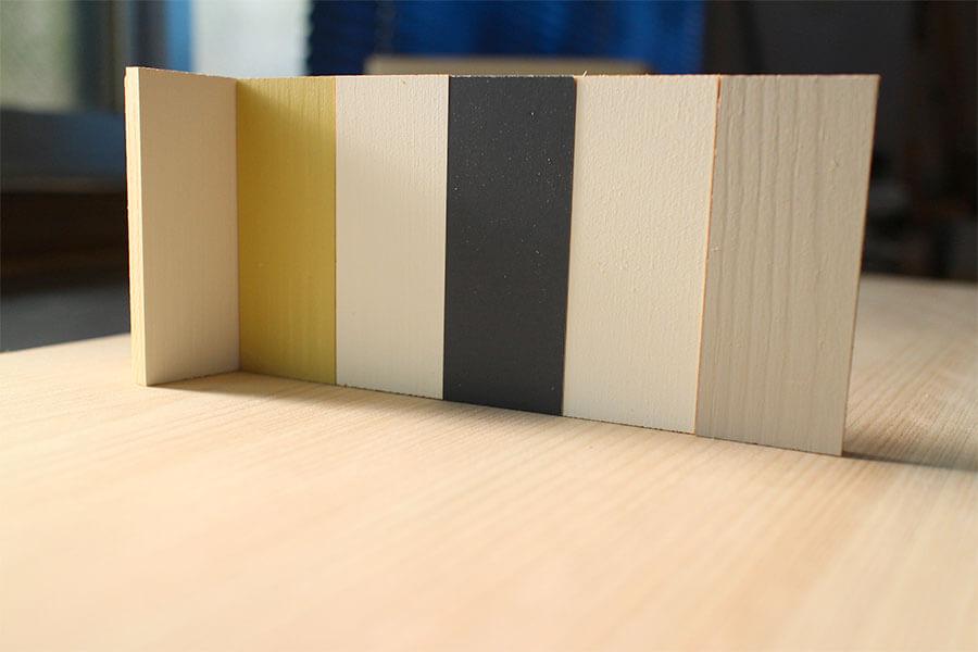 紺とグレーと黄色の組み合わせ