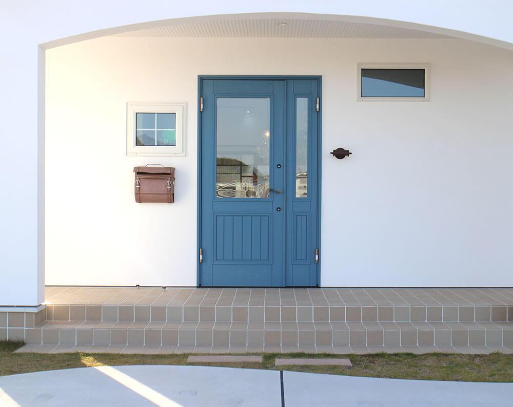 ユダ木工の青い木製玄関ドア