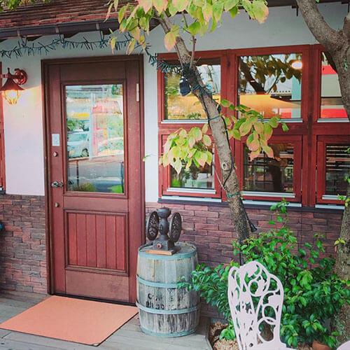 珈琲屋スプレモの木製玄関ドア