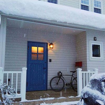 鳥取N様邸 青い木製玄関ドア