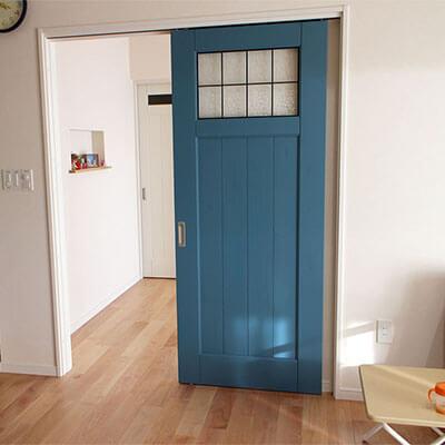 佐賀N様邸 青い木製室内ドア