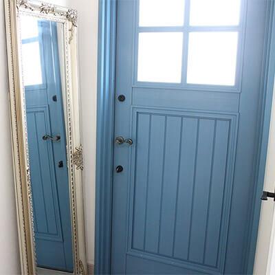 静岡S様邸 青い木製玄関ドア