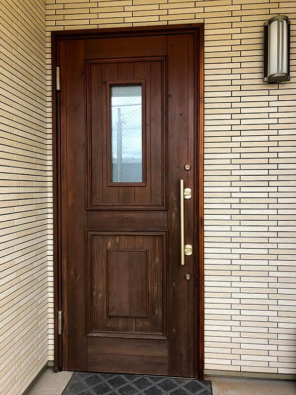 10年目の木製玄関ドア(自然塗装)