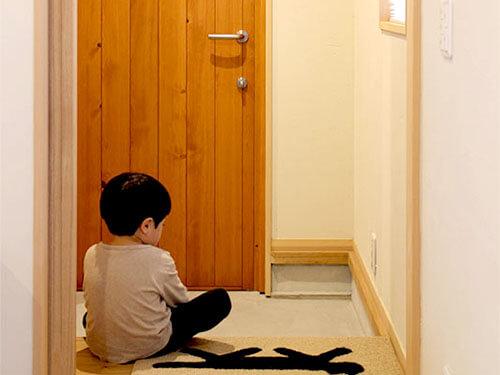 木製ドアのある暮らしの写真集 住宅・店舗の施工例写真紹介