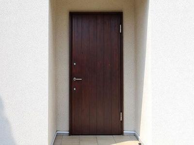 10歳の木製玄関ドアに会いに行きました。