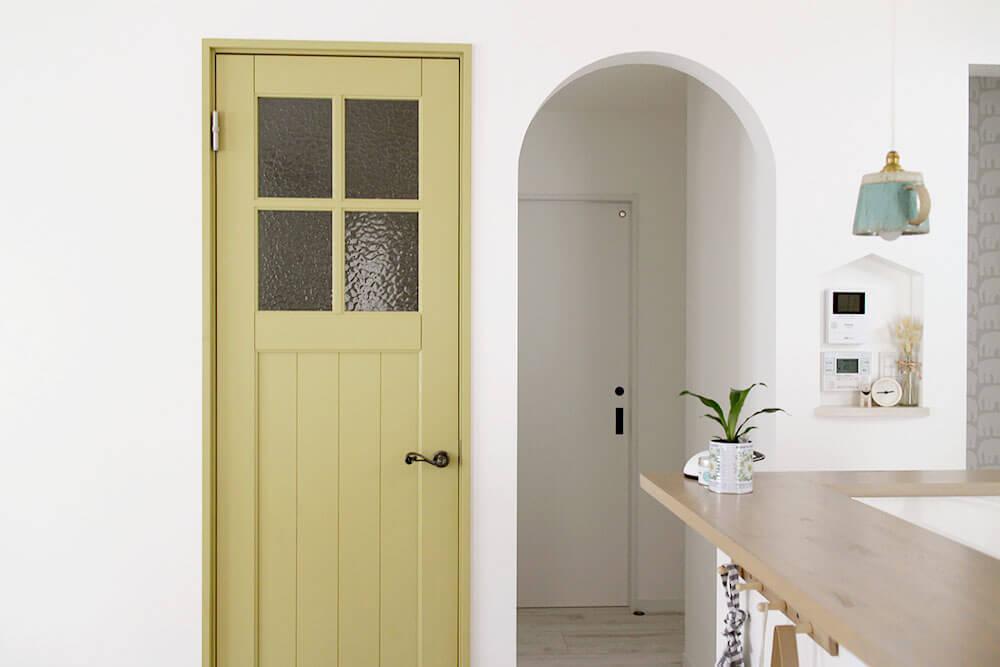 ユダ木工ジーンズスタイル室内ドア パステルイエローのかわいい木製ドア