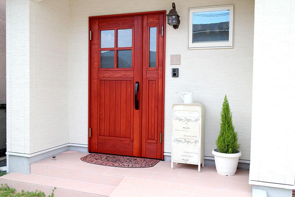 ユダ木工ヨーロピアン玄関ドア 可愛い赤い木製玄関ドア