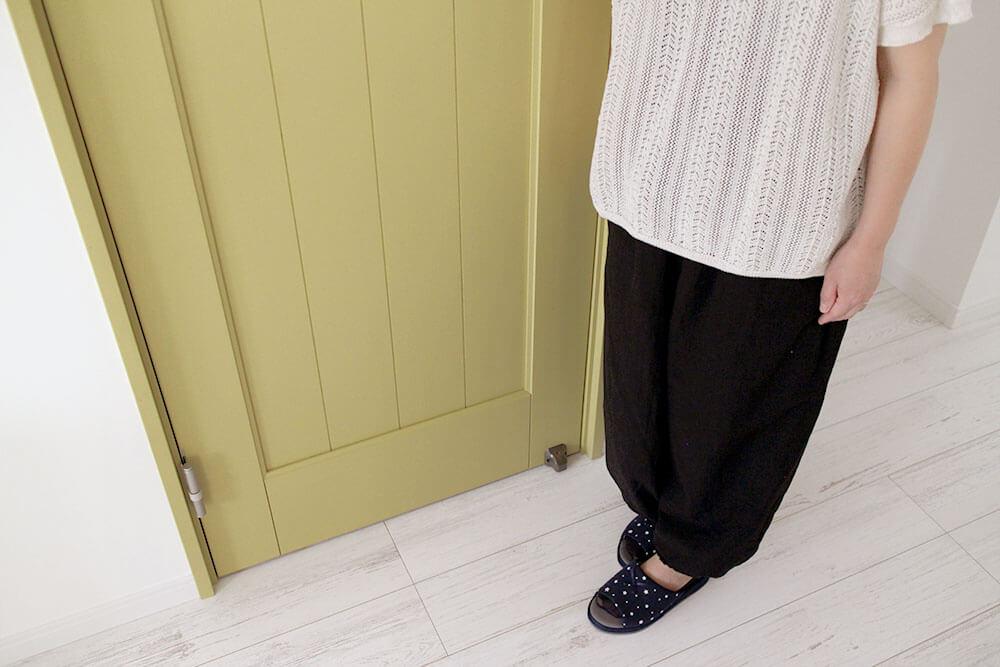 ジーンズスタイル室内ドア パステルイエローの木製ドア