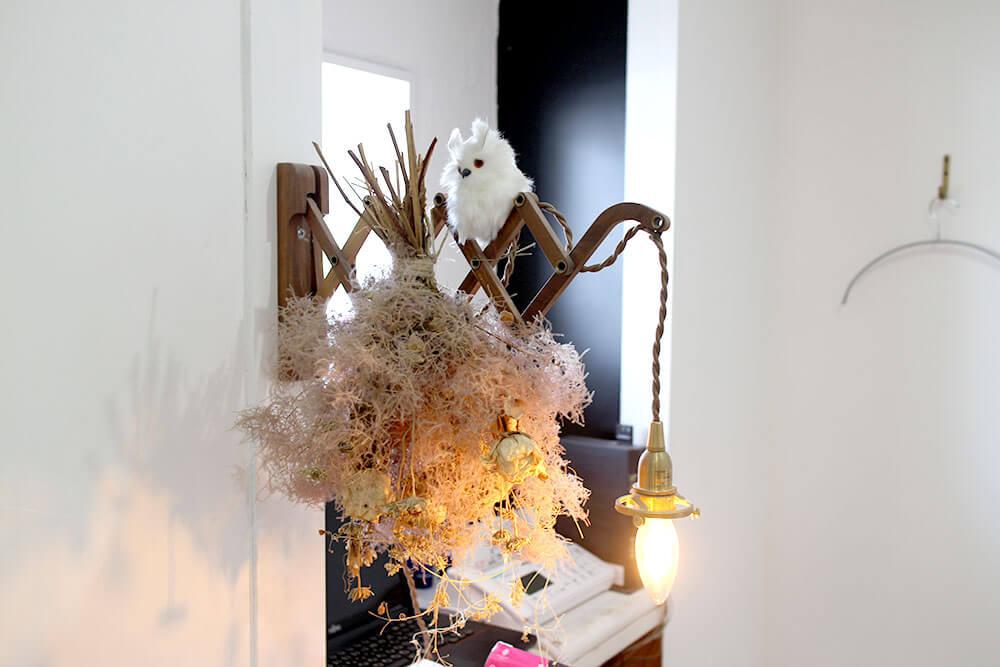 広島美容室 CORUJA内装 ドライフラワーとフクロウ