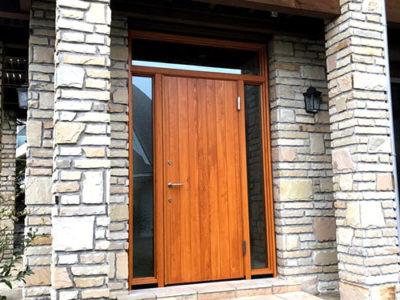リノベーションでユダ木工の木製玄関ドアを設置。