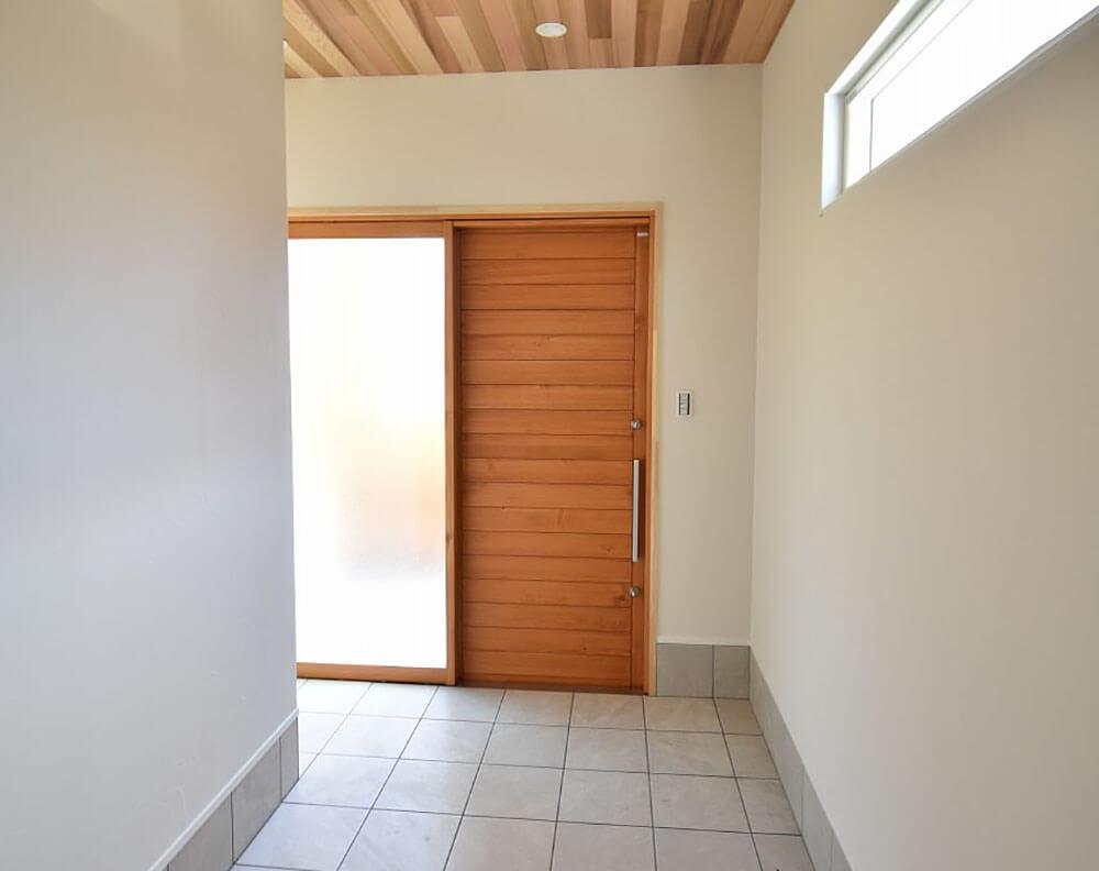 ユダ木工のFIXガラス付き木製玄関引戸 内観