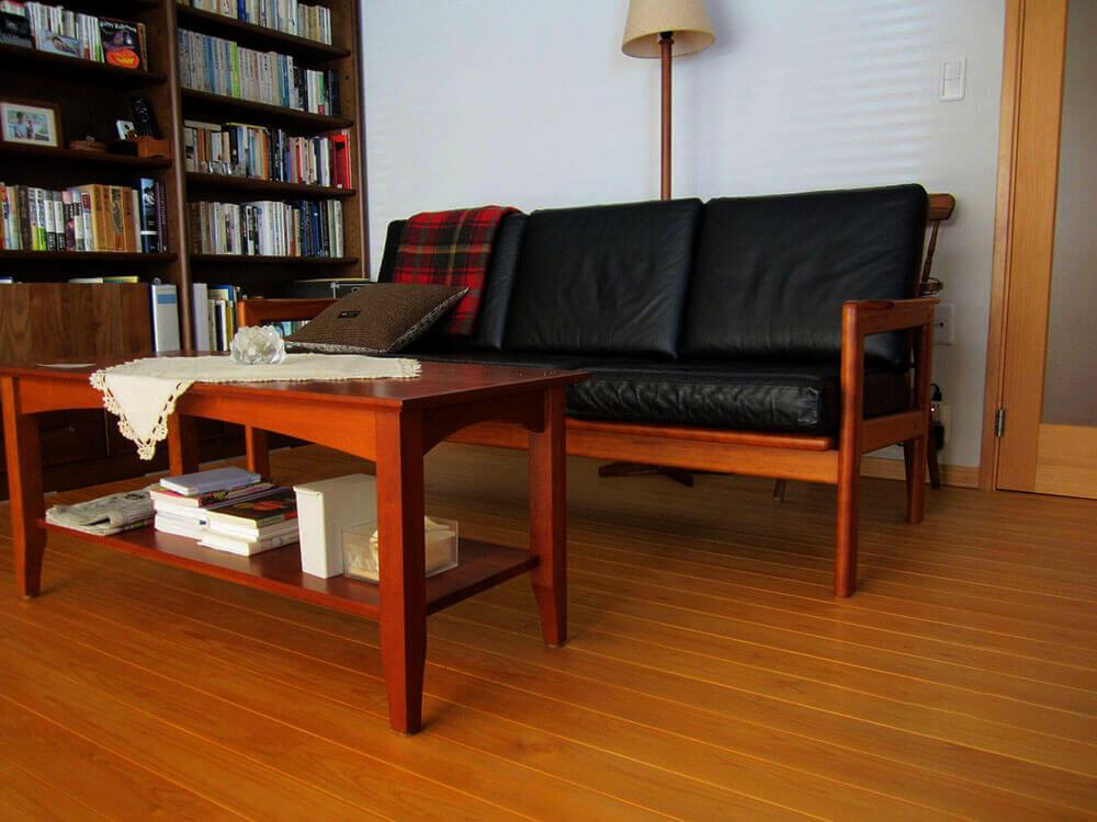 アメリカの職人が製作したソファーとテーブル