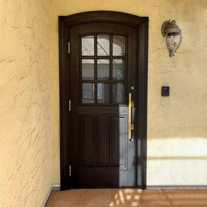 ユダ木工木製ドアのコラム、17年前の木製玄関ドア