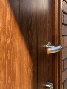 国産ヒノキの木製玄関ドア、外部表面