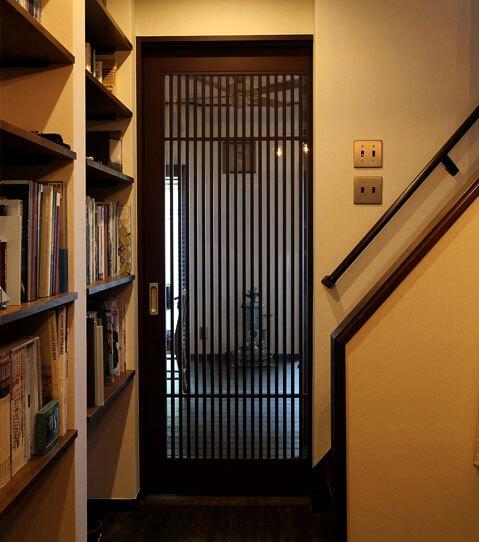 国産ヒノキの、洗練された和風室内ドア