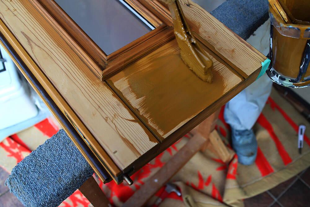 木製玄関ドアの再塗装(自然塗料で着色)