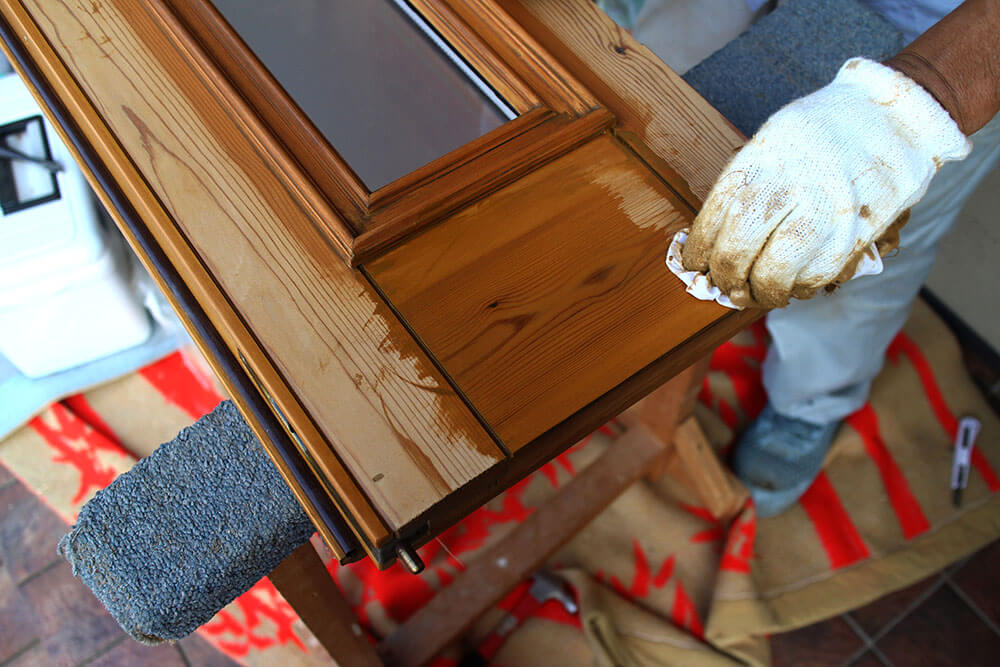 木製玄関ドアの再塗装(拭き取り)