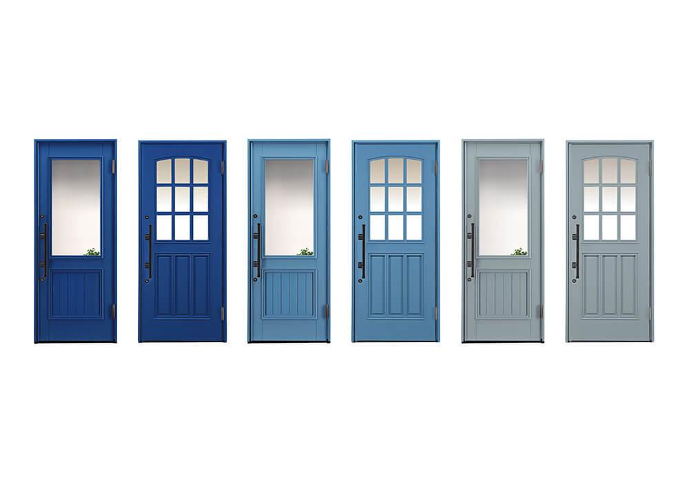 カラフルなブルー系の、かわいい木製玄関ドア