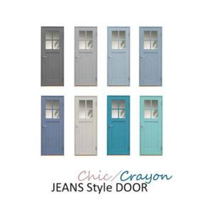 カラフルなブルー系の、かわいい木製ドア