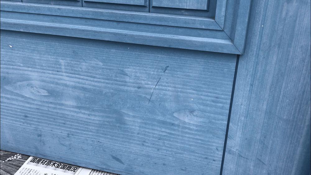 木製玄関ドアのメンテナンス 表面の白け(チョーキング現象)
