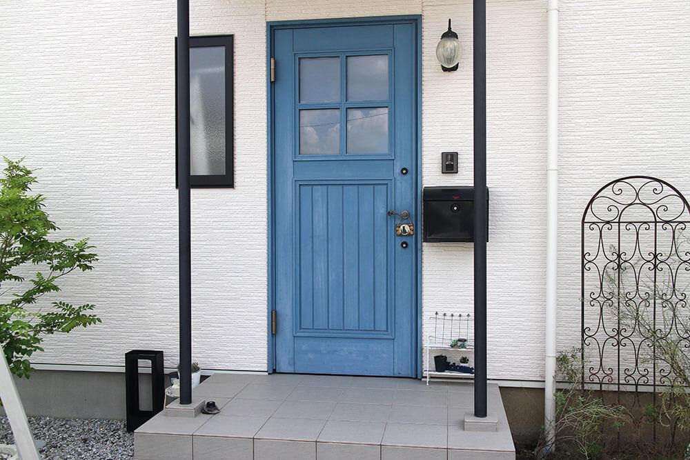 メンテナンス前の木製玄関ドア