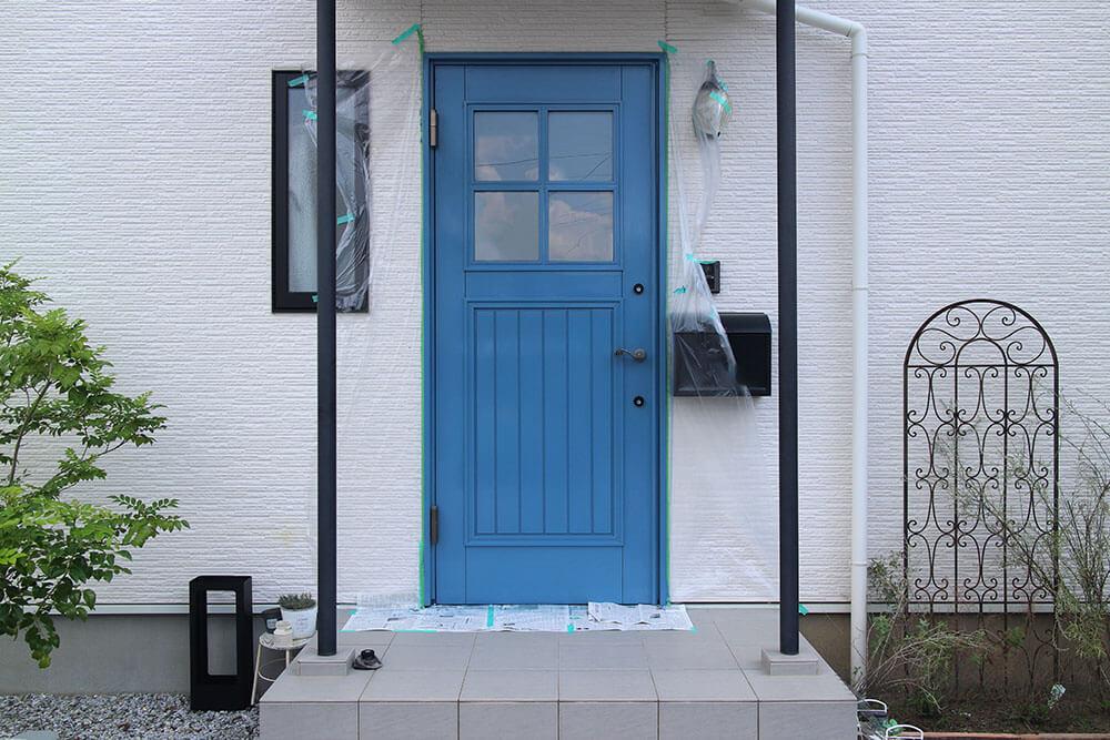 木製玄関ドアのメンテナンス 着色塗装完了