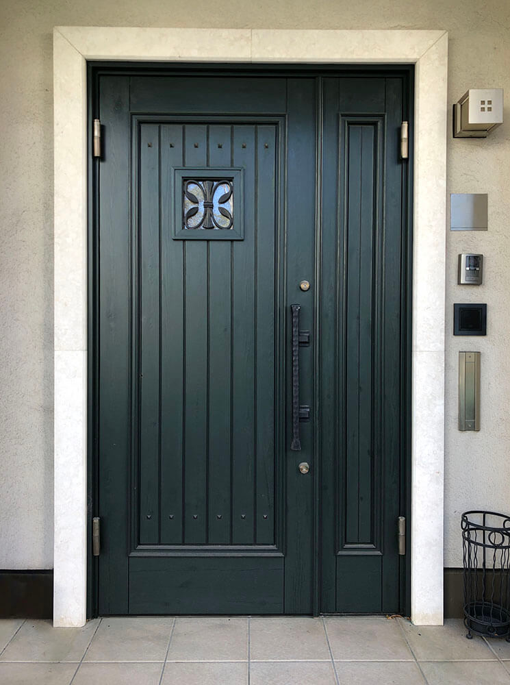 塗装3回目(木製玄関ドアのメンテナンス再塗装)