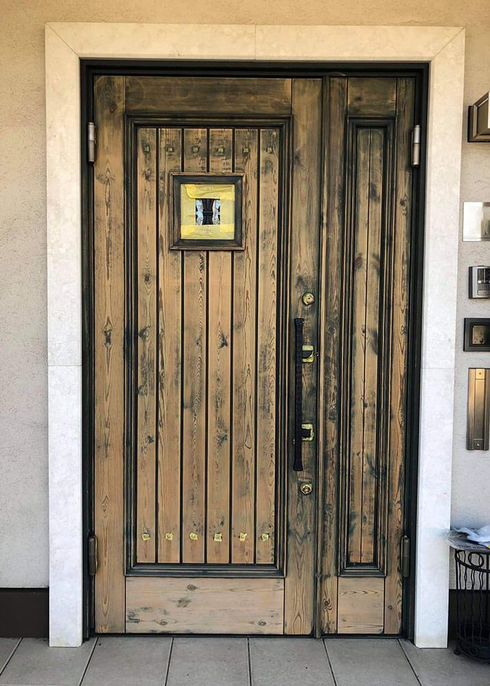 素地研磨後 塗装前(木製玄関ドアのメンテナンス再塗装)