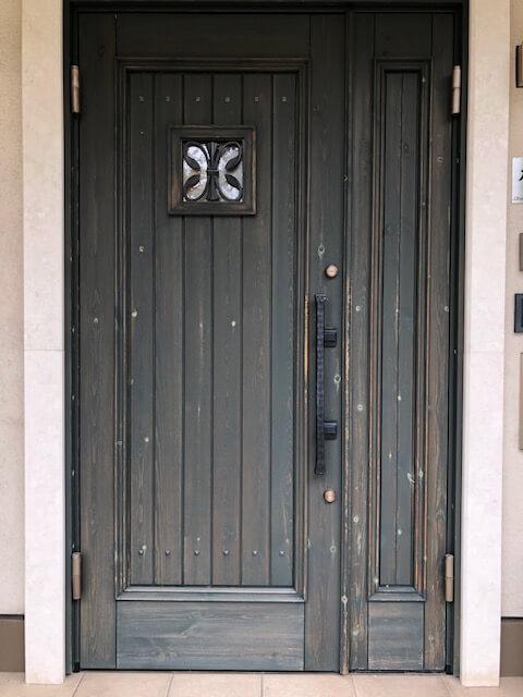 再塗装前(木製玄関ドアのメンテナンス再塗装)