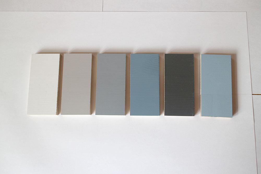 室内ドアのカラーサンプル 淡いブルーとグレー