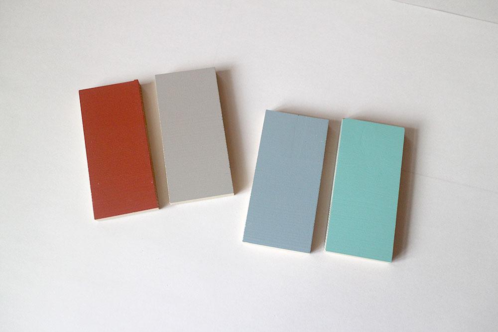 室内ドアのカラーサンプル 赤、グレー、ブルーグレー、スカイブルー