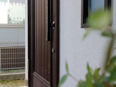 木製ドアのある暮らしを楽しむ。YouTubeで観る木製ドアの魅力。
