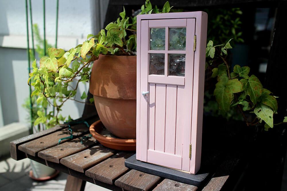 木製ドアのミニチュア色見本。かわいいくすみピンクのカラフル室内ドア(ローズブーケ色)