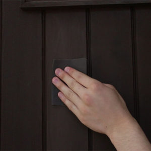 設置9年目の木製玄関ドアのメンテナンス再塗装 - 木製ドア専門メーカーのユダ木工