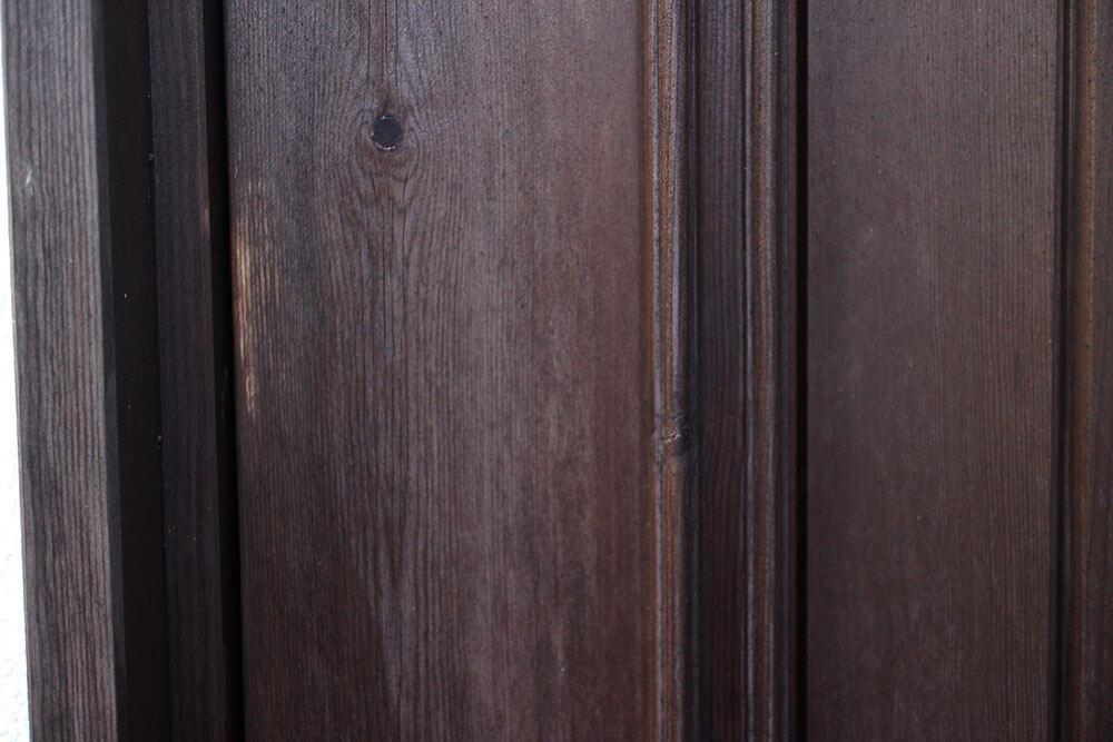 経年変化がわかる部分-木製玄関ドアの状態チェック