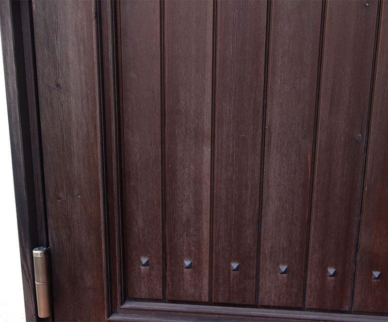 雨がかり等による経年変化がわかる部分-木製玄関ドアの状態チェック