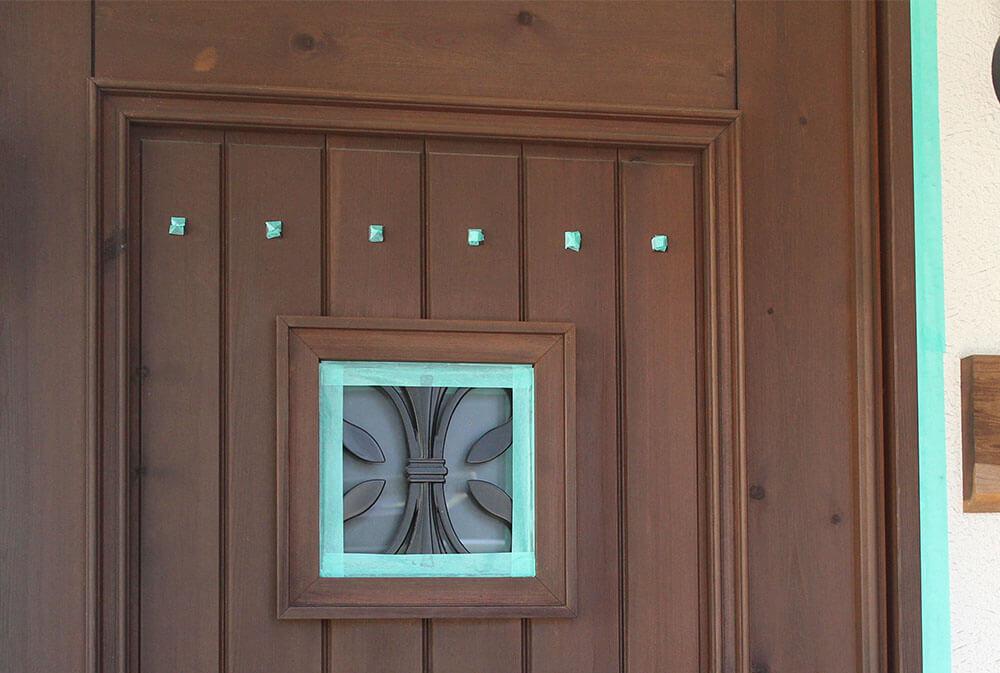 木のツヤがある部分-木製玄関ドアの状態チェック